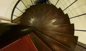 semestafakta-narrow staircases