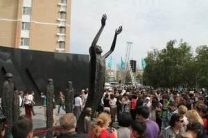 semestafakta-monument of holodomor