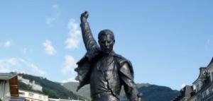 semestafakta-freddie mercury statue