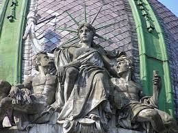 semestafakta-sitting statue of liberty