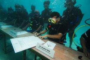 semestafakta-underwater meeting