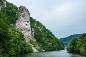 semestafakta- The statue of Dacian king Decebal,