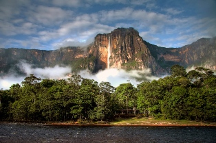 Viator Photo ID: 148235 / Orig name: ThinkstockPhotos-187416408.jpg / Source Type: Thinkstock / Source ID: 187416408 / Desc: Angel Falls in the morning light / Tags: Angel Falls, Canaima National Park, Venezuela, South America, Waterfall / Uploaded by: kmitsuda /